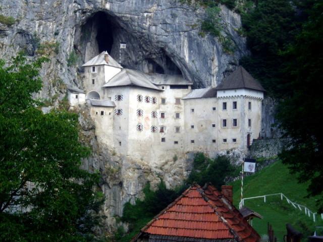 Predjamský hrad ve Slovinsku